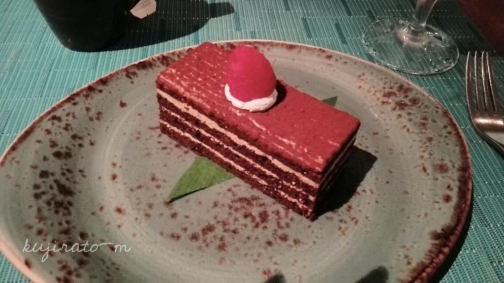 HISツアー特典『バリステーキ&シーフード』でのディナー内容、デザートのケーキ
