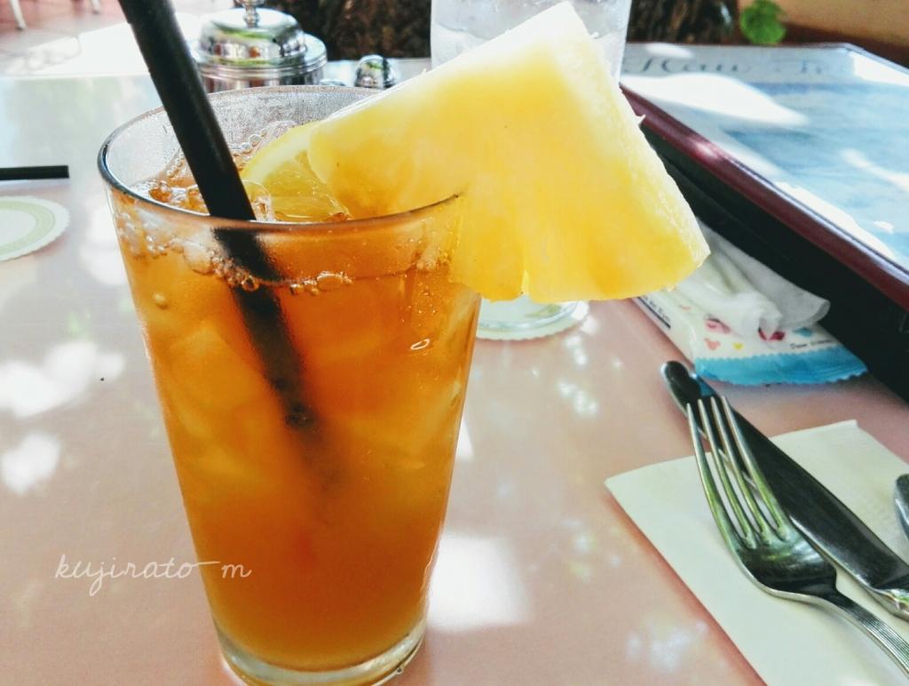 ハウツリーラナイで飲んだ、パイナップルジュース入りアイスティー