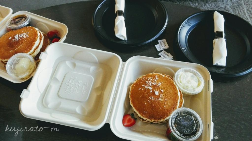 ヒルトンハワイアンビレッジ、ザ・アリイホテルのバター・シロップたっぷりルームサービスパンケーキ