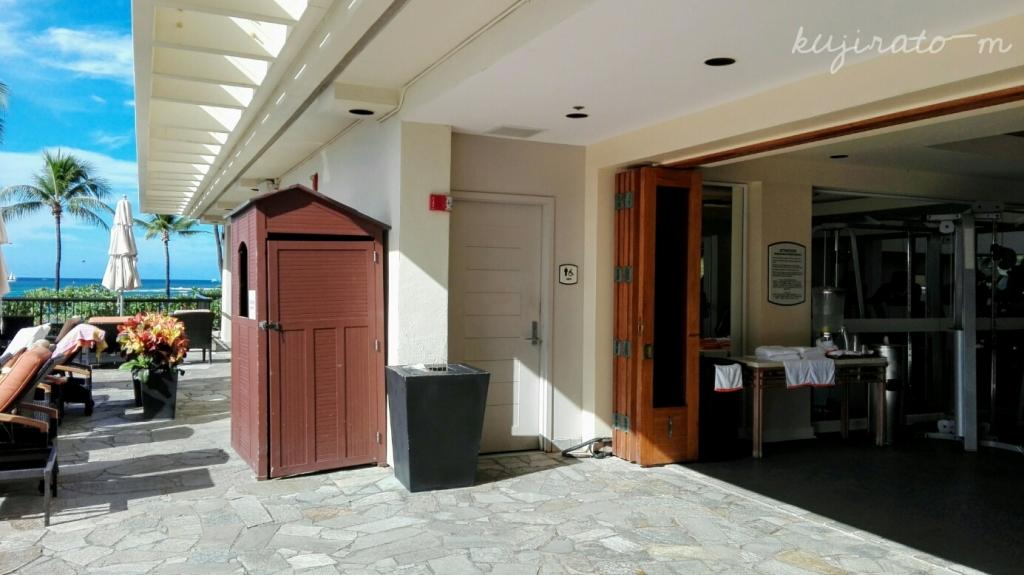 ヒルトンハワイアンビレッジ唯一の、宿泊者専用「アリイタワープール」にはジムも完備
