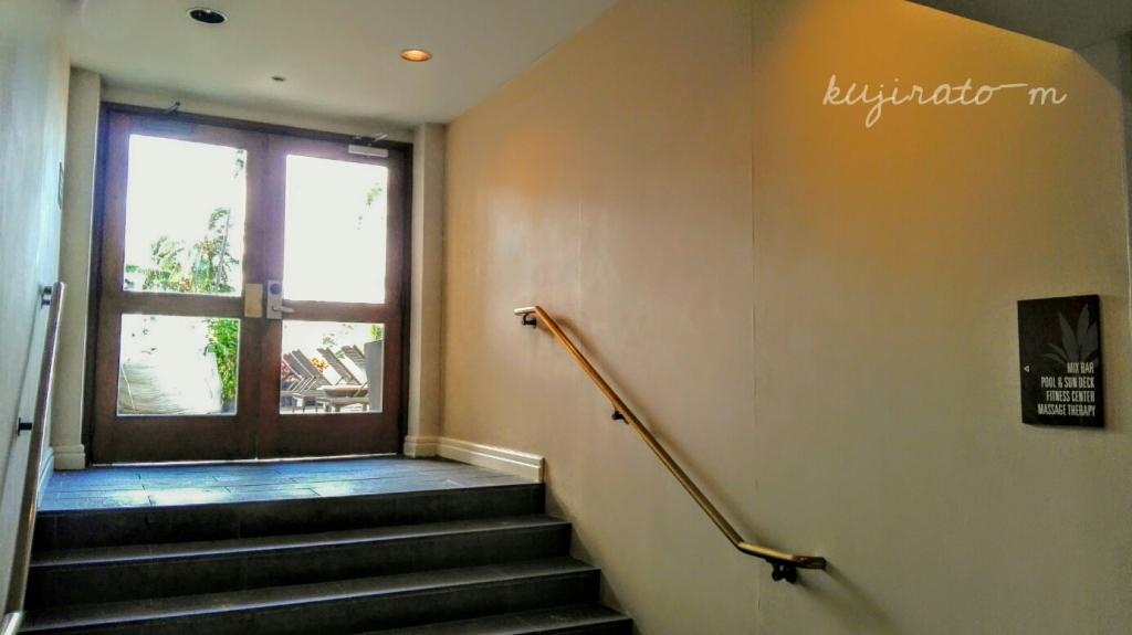 ヒルトンハワイアンビレッジ唯一の、宿泊者専用「アリイタワープール」への扉