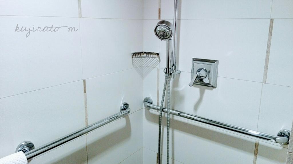 ヒルトンハワイアンビレッジ『ザ・アリイ』最上階スイートにはシャワールームにも手すりが複数完備!