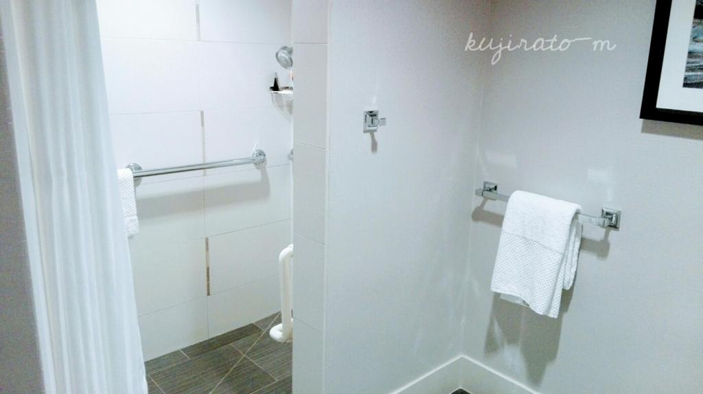 ヒルトンハワイアンビレッジ『ザ・アリイ』最上階スイートルームの独立型シャワールーム