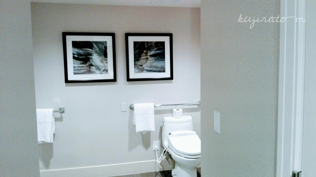 ヒルトンハワイアンビレッジ『ザ・アリイ』最上階スイートルームのバスルームは車いす可能はお部屋も