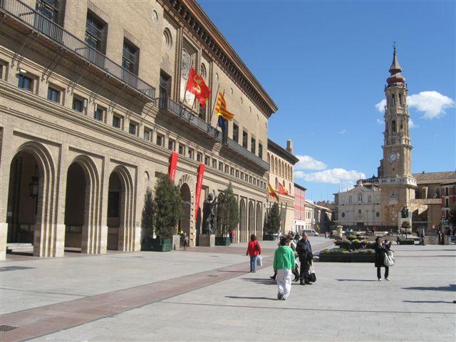 サルゴサ市庁舎と大聖堂