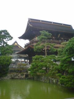 池側から善光寺