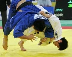 日本の高松 イ・ウォニに敗れる