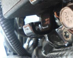 '05 モデルのバッテリーケースフック�