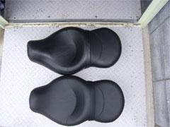 R 用シートと比較しても着座部分の違いはほとんどありません。