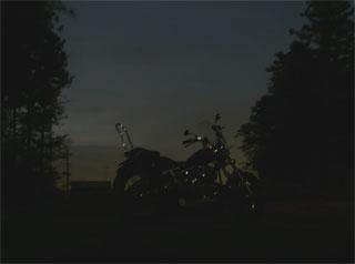 薄暮の中、ひとっ走りして帰りました。 (^-^)