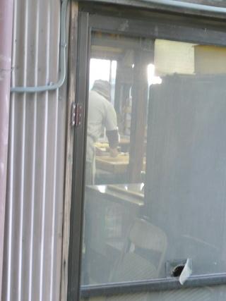 店の裏では一所懸命あんドーナッツを揚げていました! (^^