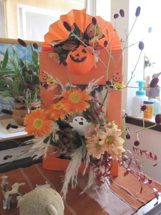 久しぶりのお花教室はハロウィーンでした。 (^-^)