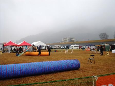 悪天候の中、行われた競技会。