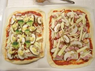 夫婦で対決!オリジナルピザ作り