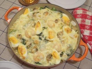 マカロニ卵ほうれん草シーフードグラタン ルクルーゼ ビュッフェキャセロール26cm