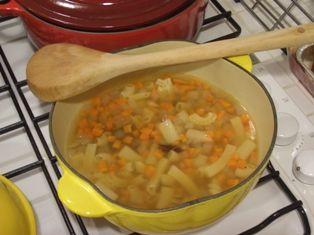 お豆とにんじんのスープ ルクルーゼ ココットトマト