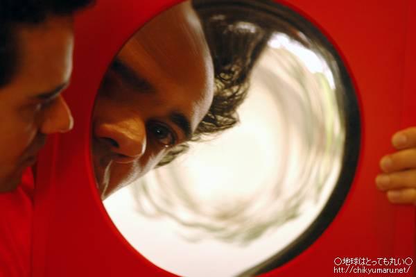 ワーカーホリックとだるまと鏡