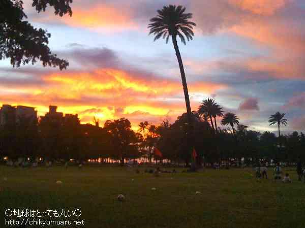 カピオラニ公園から眺める夕日