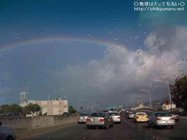 青空なのに雨 虹の州ハワイ