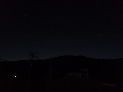 まだ真っ暗;