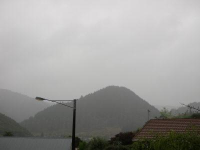 ツアー後の雨;;