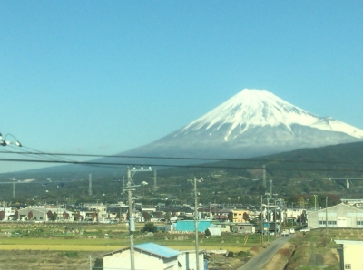 名古屋に向かう新幹線の車窓から