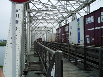 赤川鉄橋と菖蒲園3