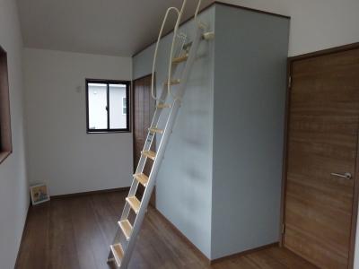 2階7.5畳ロフト階段.JPG