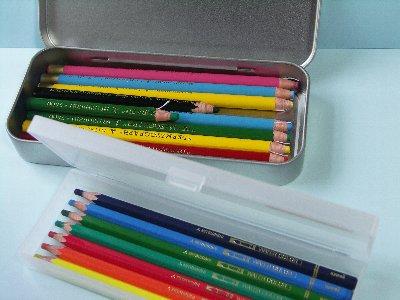 無印の色鉛筆のハーフサイズ。