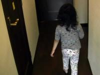 廊下をゆく