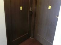部屋のドアにはシール(1)