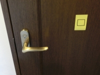 部屋のドアにはシール(3)