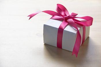 の 日 誕生 プレゼント 母 義理 実母と義母、母の日のプレゼント相場は?義理母への母の日の贈り方