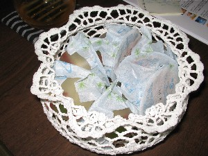 金魚ゼリーは金魚鉢型の籠に入って…