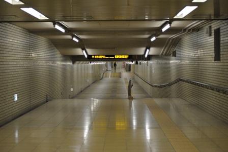 101118夜の地下鉄01