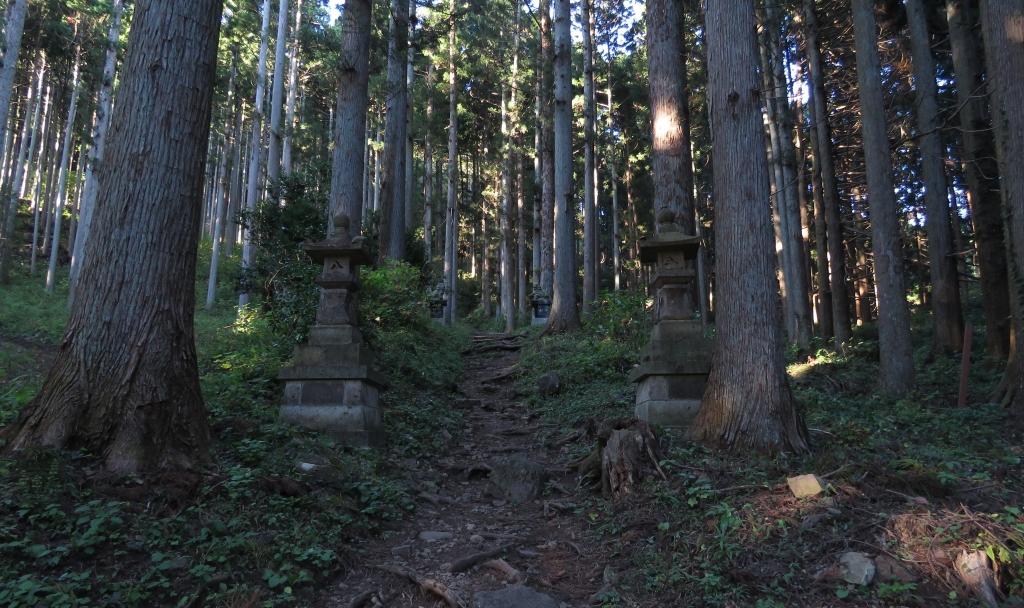 太白山生出森八幡神社参道