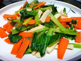 凍み豆腐とにんじん、小松菜の炒め物