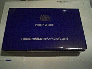 フィリップからの箱.jpg