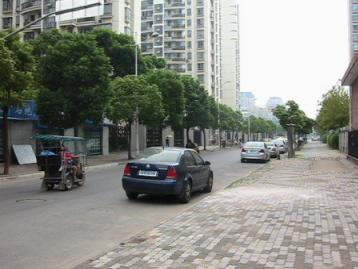 上海・歩道に注目