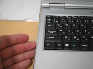パソコンにCDを入れる3