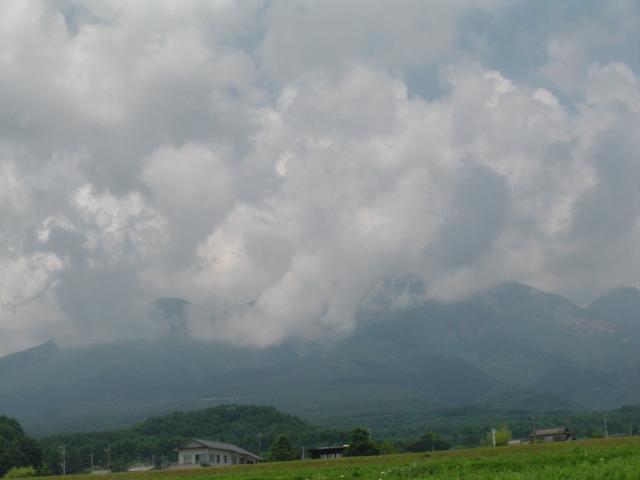雷雨予感の夏の八ヶ岳