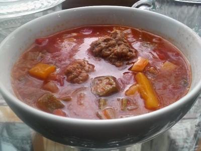 「カラフル野菜とミートボールのトマトスープ」
