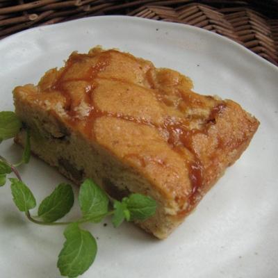 リンゴとクルミのキャラメルケーキ