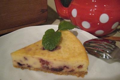 「ダークチェリーのチーズケーキ」