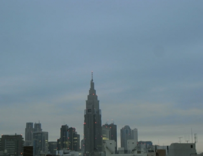 今朝6時に屋上で撮りました。日の出時間が早くなってますね。