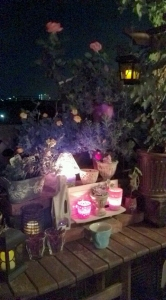 夜ベランダテーブル