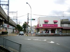 近鉄大久保駅から2