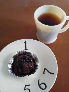 チョコケーキとファイヤーキングマグ
