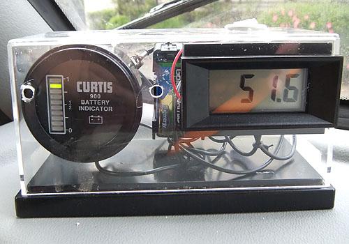 カーチスの残量計と総電圧