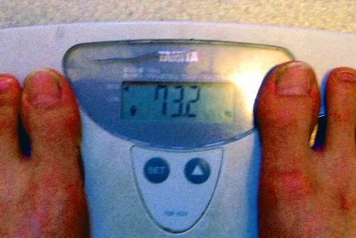 体重(_`)